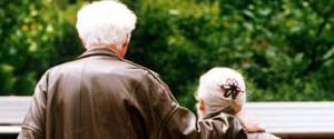 Manovra, una card senza costi agli anziani per i pagamenti elettronici