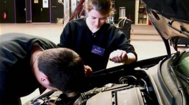 Assistenza auto in calo i prezzi delle officine for 2 officine di garage per auto