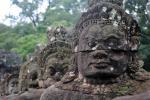 Nella giungla di Angkor Wat in bicicletta