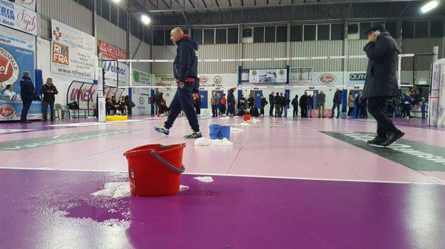 Pioggia dentro il PalaBellina, rinviato il match tra Sigel Marsala e Bartoccini Perugia
