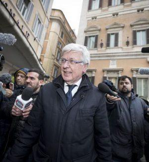 Il Centrodestra cede la Camera al M5s, Forza Italia si prende il Senato ma c'è il nodo Romani