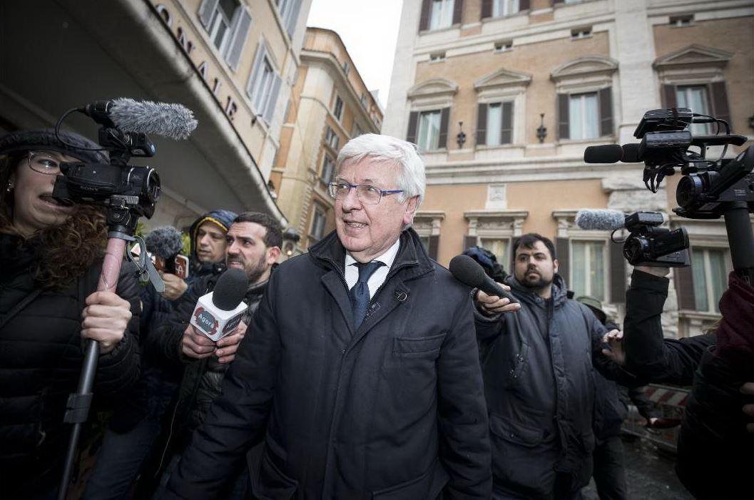 La proposta: Paolo Romani al Senato, un grillino alla Camera