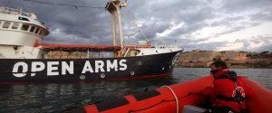 """Migranti, la nave ong Open Arms sbarcherà in Spagna: """"L'Italia non è un porto sicuro"""""""
