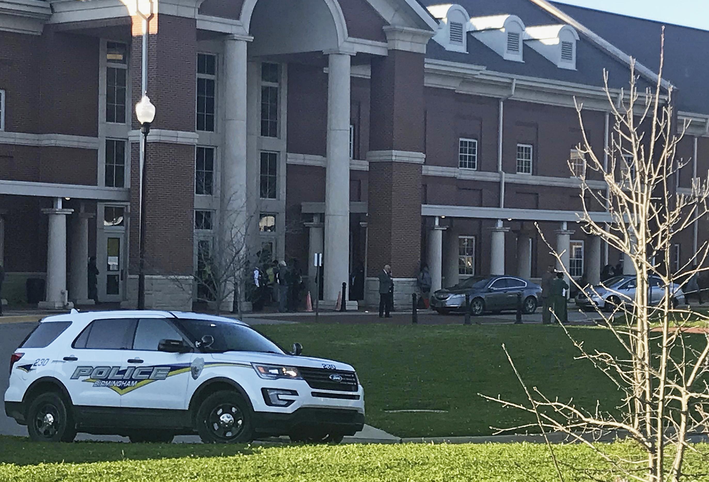 Usa, spari in una scuola in Alabama: muore studentessa 17enne