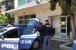 Adocchiavano anziani al bancomat e li rapinavano sotto casa: due arresti a Palermo