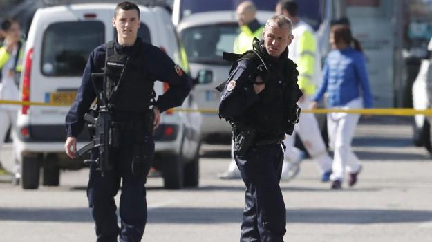 ostaggi supermercato francia, sparatoria contro polizia francia, Sicilia, Mondo