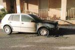 Auto in fiamme a Rosolini, nel mirino un vigile urbano