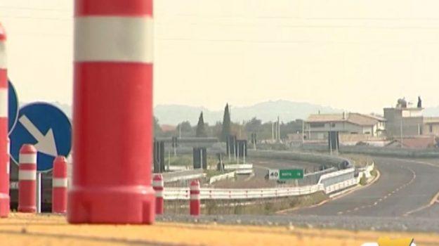 Tangenti per l'autostrada Siracusa-Gela, 6 arresti