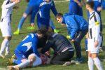 Un frame tratto da un video pubblicato su foxsports mostra Bruno Boban, 25enne attaccante del Marsonia, in campo durante la partita contro il Pozega Slavonja, nella terza categoria croata. Boban si accascia, si inginocchia, le mani sulla testa,e poi crolla sul terreno di gioco