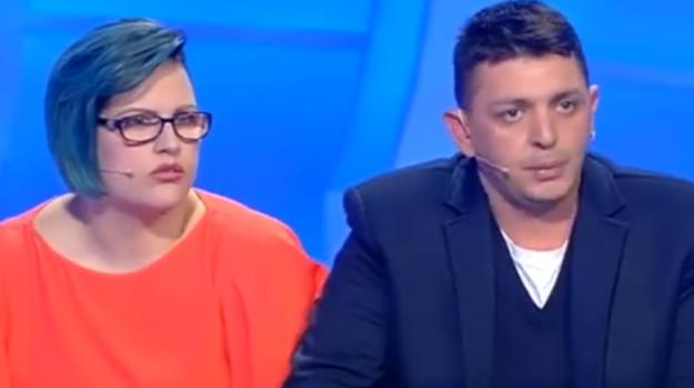 """""""Tu non sei mia madre"""", la storia di una famiglia di Vizzini a C'è posta per te - Video"""