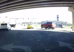 Come ha fatto questo guidatore a non schiantarsi?