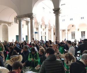 'Pestata' collettiva a Genova per il pesto oro verde ligure
