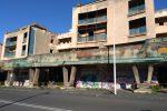 Rifiuti e calcinacci, degrado tra le palazzine di via Bernini a Catania - Foto