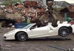 Ecco la fine che fa questa Ferrari (da 233.000 euro) sequestrata dalla polizia inglese