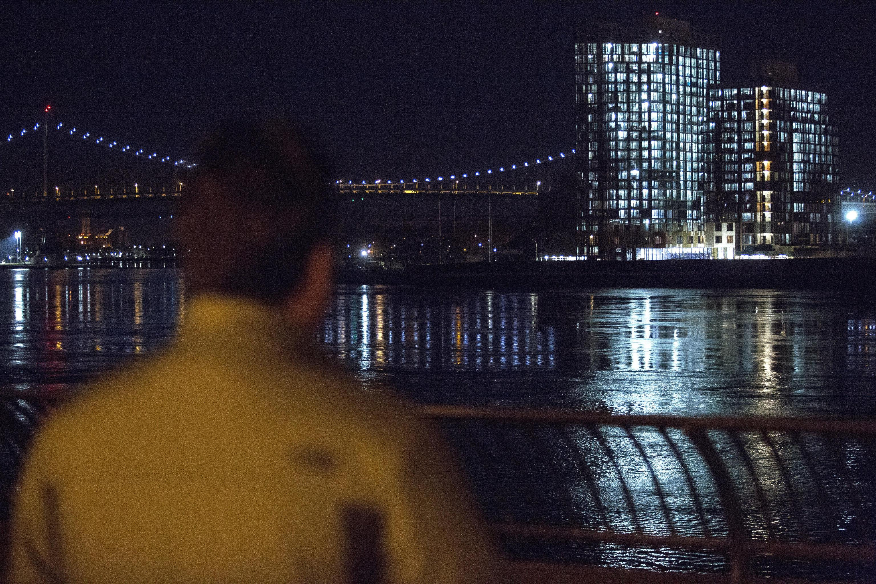 Elicottero precipita nell'East River a New York: cinque morti