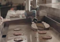 Flippy, il robot che cucina gli hamburger