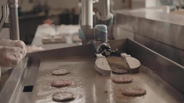 Flippy, il robot che cucina gli hamburger - Giornale di Sicilia