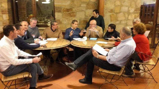 assessori regione sicilia, giunta in ritiro madonie, giunta regionale musumeci, Nello Musumeci, Vittorio Sgarbi, Sicilia, Politica