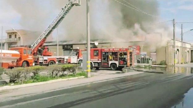 incendio siracusa, incendio via elorina, Siracusa, Cronaca