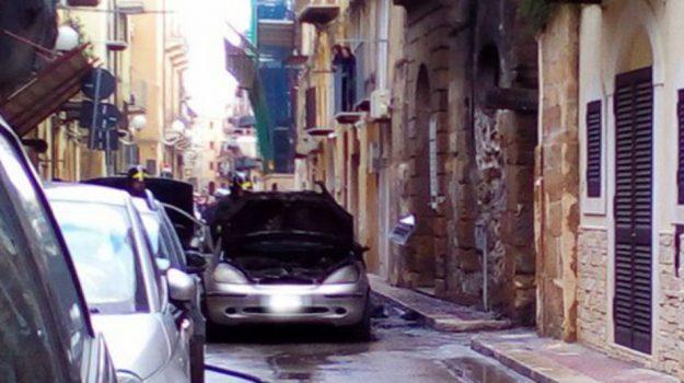 auto in fiamme gela, Caltanissetta, Cronaca