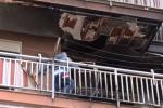 Incendio in un appartamento a Palermo, paura ma nessun ferito: le immagini da via Anfuso
