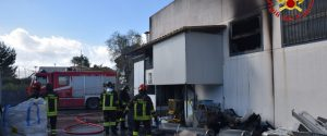 Incendio in una concessionaria a Bagheria, in fiamme diverse auto