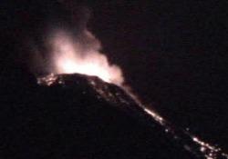 L'eruzione dello Stromboli: lava e lapilli sparati a un'altezza di 350 metri