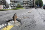 """""""La La Buca"""", è ironia sulle strade dissestate a Roma - Foto"""