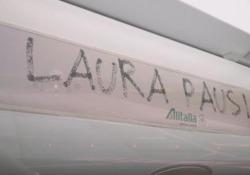 """Laura Pausini """"vola"""" col suo nuovo album"""