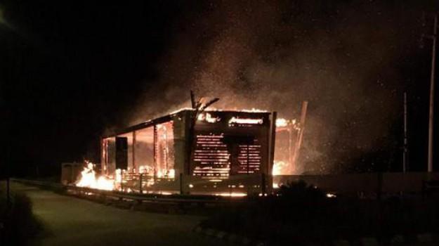 incendio lido priolo, Siracusa, Cronaca