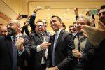 Il candidato premier del M5S Luigi di Maio esulta durante le proiezioni dei risultati elettorali
