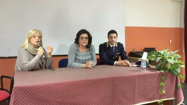 seminario pericoli social giarre, Catania, Cronaca