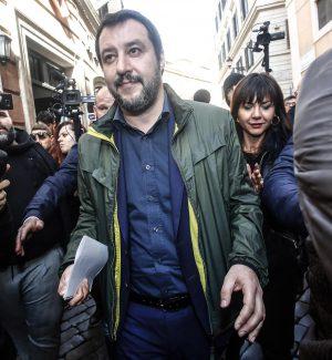 """Salvini telefona a Di Maio: """"È ora di far ripartire il Parlamento"""""""