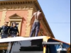 Palermo, le immagini del migrante sul tetto del bus in centro - Video