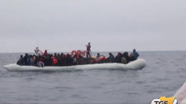 Sbarco di migranti ad Augusta, in 280 sulla nave Aquarius