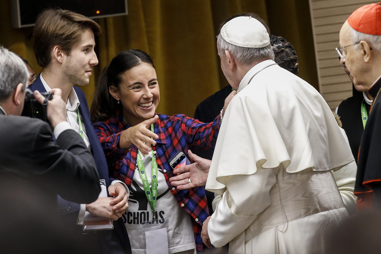 Il Papa ascolta i giovani