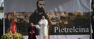 """Il Papa nei luoghi di Padre Pio: """"Un esempio di amore verso i deboli"""""""