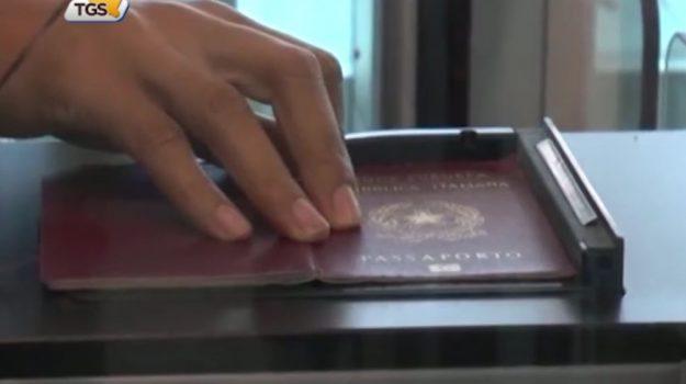 Inchiesta sui passaporti, resta in carcere l'agente di Marsala