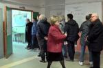 Politiche, ritardi e lunghe code ai seggi a Palermo: le immagini dalla scuola Setti Carraro - Video