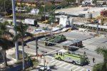 Crolla un ponte pedonale a Miami, almeno sei morti: era stato inaugurato sabato