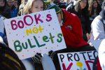 Le proteste degli studenti contro le armi negli Usa