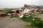 Interventi di pulizia delle spiagge a Palermo, cumuli di legna all'Arenella - Foto