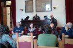 L'assessore Nina Santisi e il sindaco Renato Accorinti
