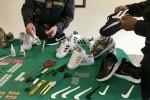 Sequestrate scarpe ed etichette contraffatte a Catania, tre denunce
