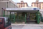 Prognosi di sei giorni per l'insegnante di Palermo colpita dal padre di un alunno, le immagini dalla scuola