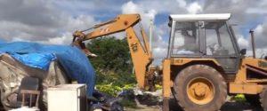 Campobello di Mazara, ruspe nella tendopoli dei migranti: il video delle prime demolizioni