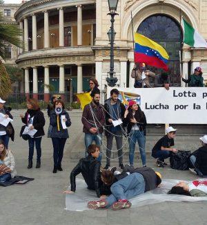 Da Palermo un appello per un intervento dell'Onu in Venezuela, le foto del sit-in al Politeama