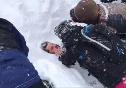 Snowboarder sopravvive sei minuti sotto la valanga