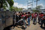 Sommossa e incendio in una stazione di polizia in Venezuela: 68 morti