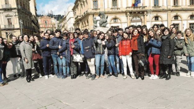 istituto caponnetto caltanissetta, Caltanissetta, Cultura